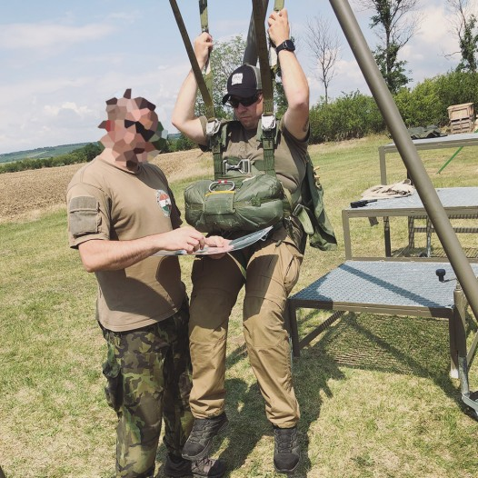 ''Trockentraining'' im Schrirm Thema: Abläufe nach dem Sprung aus dem Flieger üben