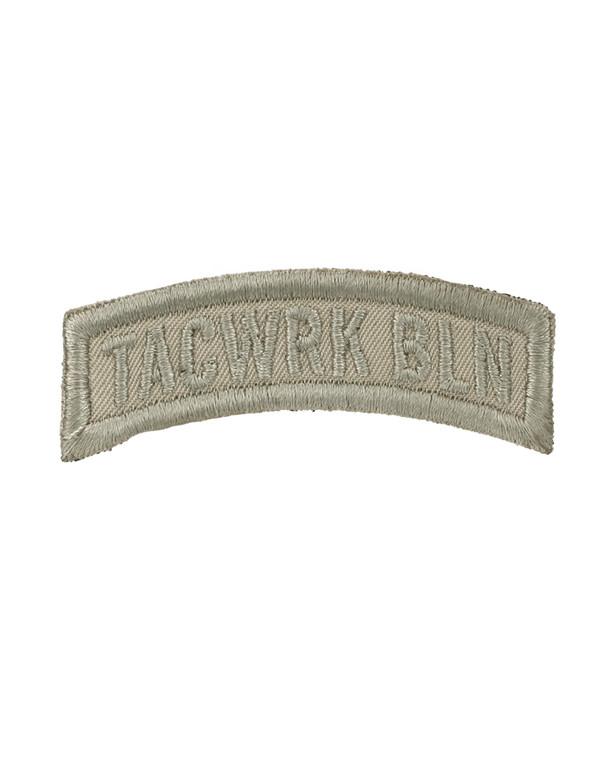 TACWRK Bow Patch Gestickt Tan